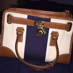 Michael Kors. Hamilton bag. Perfect condition. Only used 1-3 times. KORS Michael Kors Bags Shoulder Bags