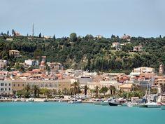 Панорама на город и порт острова Закинф
