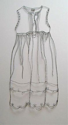 Dåbskjole laved i metaltråd af Christina James Nielsen -kjolen hedder 'Faith' http://sculpturaldrawing.blogspot.dk/