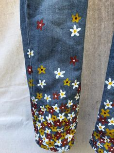 Your place to buy and sell all things handmade Floral Hand Painted Levi's Jeans Painted Jeans, Painted Clothes, Hand Painted, Diy Jeans, Levis Jeans, Diy Clothing, Custom Clothes, Ropa Upcycling, Denim Kunst