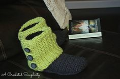 Love these boots!  Ravelry: Women's Slouchy Slipper Boots pattern by Jennifer Pionk