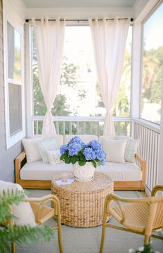 Small Screened Porch, Front Porch Seating, Small Porches, Front Porches, Screened In Porch Furniture, Screened Porch Decorating, Fromt Porch Decor, Diy Garden Furniture, Outdoor Furniture Sets