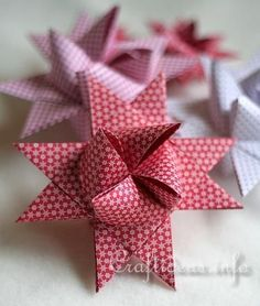 Just in case I forgot how to make these folded Christmas stars that I have been making in all sizes ever since I was a little girl.....Froebel Star - German Christmas Star tutorial by Craftideas.info