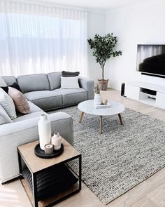 Beautiful Living Rooms, Cozy Living Rooms, Living Room Grey, Barn Living, Country Living, House Beautiful, Living Room With Sectional, Plants In Living Room, Living Room Bookshelves