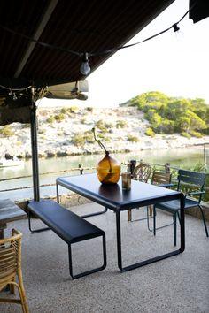 Collection Bellevie de Fermob // Ensemble banc, chaises et table de jardin