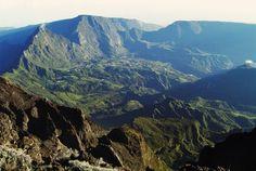 Vue sur Salazie du sommet du Piton des Neiges