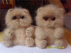 Персидский котёнок Материалы:-Мохер - примерно 0,5 мотка - 100гр/ 220 м. для маленького котенка (10 см), большой (20 см) вяжется просто в две нитки крючком № 3, значит для большого примерно 1 моток.р…