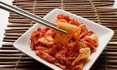 O Kimchi {김치} é um acompanhamento tradicional coreano bem apimentado feito com…