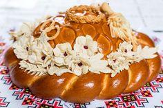 Wedding round loaf of bread Ukrainian Easter Bread Recipe, Ukrainian Recipes, Korean Street Food, Korean Food, Bread Art, Polish Recipes, Polish Food, British Baking, Savoury Baking