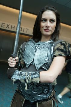 The Comic-Con 2012 Cosplay Gallery - Lydia from Skyrim Skyrim Cosplay, Skyrim Costume, Batman Christian Bale, Batman Begins, Amazing Cosplay, Best Cosplay, Dragon Age, Film Science Fiction, Armadura Cosplay