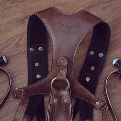 Double camera strap with custom engraving. Shoutout to @chrissanchez with his KAWA Pro Duo leather camera strap