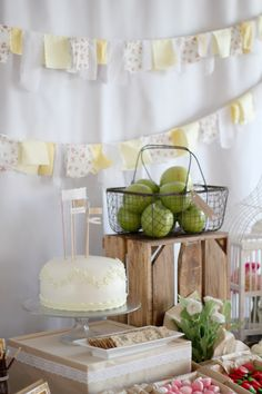 Picnic Birthday Party - Picnic Party Ideas some great country chic decor ideas -- like the banners, fruit in basketssome great country chic decor ideas -- like the banners, fruit in baskets Country Birthday Party, Picnic Birthday, 3rd Birthday Parties, 2nd Birthday, Birthday Ideas, Festa Party, Diy Party, Party Ideas, Ben E Holly