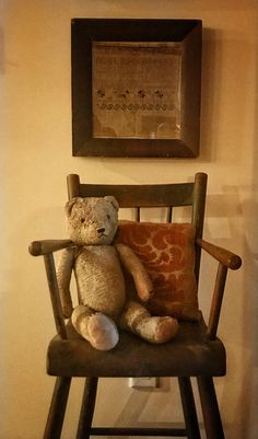Early Bear and Sampler 💙 Primitive Furniture, Primitive Crafts, Country Primitive, Antique Furniture, Vintage Teddy Bears, Vintage Toys, Bear Doll, Old Toys, Country Decor