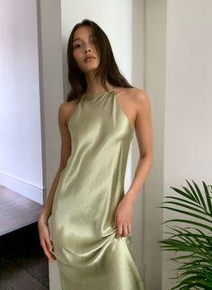 Satin Dresses, Chiffon Dress, Silk Dress, Nice Dresses, 70s Mode, 70s Fashion, Fashion Outfits, Fashion Women, Neue Outfits