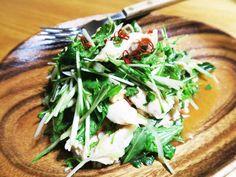 タイ風パクチーとチキンのサラダの画像