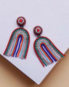 Striped Arch Earrings, Inspiración con chaquira y aumentar detalle en piel o al revés