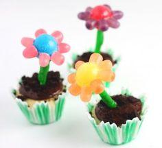 Edible Crafts! adorable flower cupcakes!