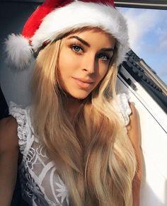Winter Outfit For Teen Girls, Photos Of Women, Pretty Face, Hair Goals, Pretty Woman, Beauty Women, Glamour, Long Hair Styles, Xmas