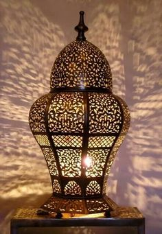 Moroccan table light, Table lamp creates a lovely Ambiance. Moroccan Lamp, Moroccan Lanterns, Moroccan Design, Moroccan Theme, Modern Moroccan, Moroccan Tiles, Home Lanterns, Candle Lanterns, Antique Light Fixtures
