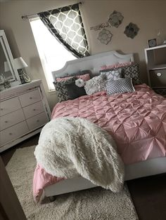 Teen girl bedrooms, jump to this example for that lovely imagininative teen girl room design, ref number 7557182487 Small Room Bedroom, Room Decor Bedroom, Home Bedroom, Girls Bedroom, Small Rooms, Bedrooms, Master Bedroom, Bedroom Decor For Teen Girls Diy, Cute Bedroom Ideas