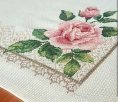 This Pin was discovered by rah Cross Stitch Rose, Stitch 2, Bargello, Needle And Thread, Cross Stitch Patterns, Diy And Crafts, Embroidery, Pillows, Knitting