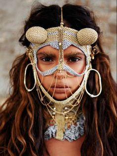 Are you heading to Burning Man this year? If you are, then here are a few things to consider. First, do you own a feathered headdress? Burning Man Costumes, We Are The World, People Around The World, Samantha Harris, Ethno Style, Tribal Style, Bohemian Style, Aboriginal People, Schmuck Design
