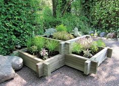 grüne-pflanzgefäße-im-garten-coole idee