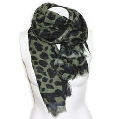 """Balmain """"Modèle"""" scarf - Cozy and stylish autumn scarf from Balmain with leopard print. Color: green"""