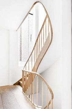 Beautiful modern staircase Staircases, Wood Staircase, Wooden Stairs, Modern Staircase, Staircase Design, Spiral Staircase, Railings, Banisters, Beautiful Stairs