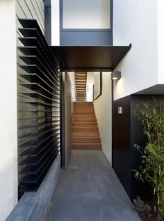 Great entryway! Michael Hennessey Architecture have designed a contemporary home in San Francisco, California.