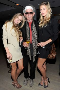Keith Richards from Rolling Stones with daughters Theodora and Alexandra. Rolling Stones, Like A Rolling Stone, Keith Richards Daughter, Bob Marley, Alexandra Richards, El Rock And Roll, Patti Hansen, Charlie Watts, King Richard