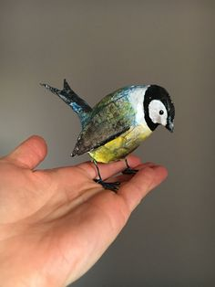 Hand sculpted paper mache Bird / Great Tit sculpture. Made from recycled materials and finished using acrylic paint and varnish. Size approx.: 7x11x13cm. Enjoy
