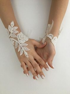 33 beautiful hand accessories to complement your wedding dress. Choosing bridal accessory The most important accessory that completes the wedding dress is shoes. Specially designed shoes, which are colored w. Diy Lace Gloves, Black Lace Gloves, White Gloves, Hand Accessories, Wedding Accessories, Wedding Gloves, Lace Weddings, Wedding Lace, Wedding Dress