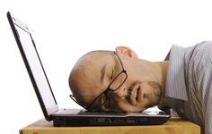"""Müde, erschöpft, kraftlos?  Wenn dem Körper Energie fehlt, sind die täglichen Anforderungen kaum noch zu bewältigen. Dann braucht er natürliche Vitalstoffe, um sich wieder """"aufzuladen""""."""