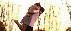 """Deus me deu minha maior benção, que foi você como """"namorado"""". Sou tão feliz por estar ao seu lado que o tempo parece voar. Hoje completamos um ano juntos, e espero que venham muitos meses repletos de felicidade que só você me faz sentir. Obrigada pela amizade, pelo carinho, pelo amor e por todos os momentos bons que você me proporciona. Te amo!"""
