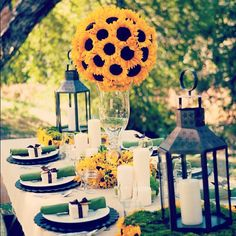Sunflower #centerpieces are perfect for brunch parties
