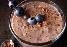 What You'll Need: 1 cup frozen blueberries 2 teaspoons cocoa powder 1 cup milk or yogurt 1/4 teaspoon vanilla extract 1 dash cinnamon 1 dash nutmeg 2 teaspoons maple syrup (or agave)