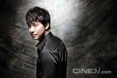 Kim Nam Gil - Cine21 Magazine No.965