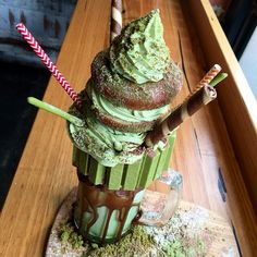 Matcha thick malt shake with matcha kit kat, Nutella, Hershey chocolate sauce, house donut, Matcha double whipped cream and house matcha cookie soil. Yummy Treats, Sweet Treats, Yummy Food, Cupcakes, Cupcake Cakes, Hershey Chocolate, Macarons Chocolate, Chocolate Pavlova, Chocolate Crinkles