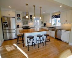 Traditional Cape Cod: Charming Home Tour | Country living, Cod and ...