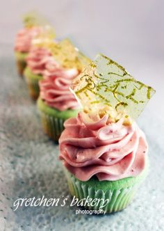 If velvet had a taste, it would be these cupcakes. I almost have no words. Yes I do….. Key Lime Cupcakes with Strawberry Lime Icing! Maybe it's the Florida air that has been sparking me lately, or per