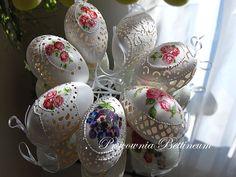 jajka Easter Bunny, Easter Eggs, Egg Shell Art, Carved Eggs, Egg Art, Egg Decorating, Egg Shells, Fascinator, Spring