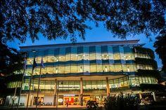 Du học Singapore tại SMU - Bạn không chỉ được nhận nhiều suất học bổng mà còn có thể tham gia chương trình hỗ trợ học phí và cho vay của chính phủ