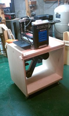 Flip-top Tool Stand
