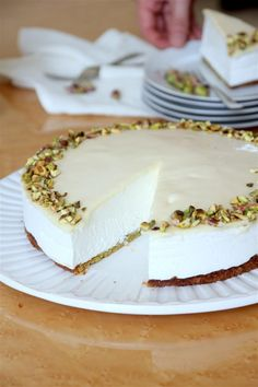 Lemon-cheese mousse with pistachios and white chocolate cake (gluten free)