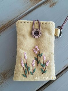 The Beauty of Japanese Embroidery - Embroidery Patterns Embroidery Purse, Embroidery Needles, Hand Embroidery Stitches, Silk Ribbon Embroidery, Hand Embroidery Designs, Machine Embroidery, Brazilian Embroidery, Japanese Embroidery, Handmade Bags