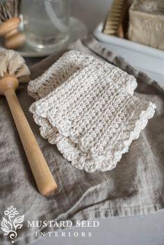 ruffled-edge farmhouse crochet dishcloth tutorial (for beginners) - Miss Mustard Seed Crochet Ruffle, Crochet Geek, Learn To Crochet, Easy Crochet, Free Crochet, Knit Crochet, Crochet With Cotton Yarn, Crochet Hearts, Crochet Mandala