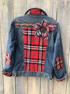Clothing This is a nice cozy winterized OOAK denim jean jacket with backside panel of lovely wool fe Denim Ideas, Denim Crafts, Jeans Denim, Denim And Lace, Diy Clothes, Wool Felting, Elbow Patches, Wool Blanket, Hand Sewn