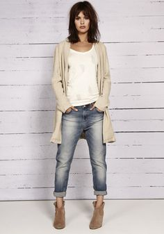 Boyfriend jeans, white T, long cardigan, suede booties