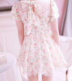Japanese Fashion dress floral pattern lace bow in the back and tulle - Asian Fashion Japan Fashion, Kawaii Fashion, Lolita Fashion, Cute Fashion, Look Fashion, Ladies Fashion, Trendy Fashion, Pretty Outfits, Pretty Dresses